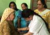 भारत विकास परिषद की मीरा शाखा की ओर से मातृत्व दिवस पर रविवार को शांति निवास वृद्ध आश्रम में चिकित्सा शिविर में महिलाओं के स्वास्थ्य की जांच करते हुए डाॅ.दीप्ति बहल।